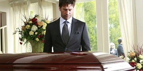 Смерть отца по соннику Сонник считает смерть отца одним из самых иносказательных символов, которые можно увидеть во сне. То, к чему снится пугающий сюжет, практически никогда не следует