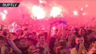 С огоньком: болельщики в центре Загреба после победного гола сборной Хорватии