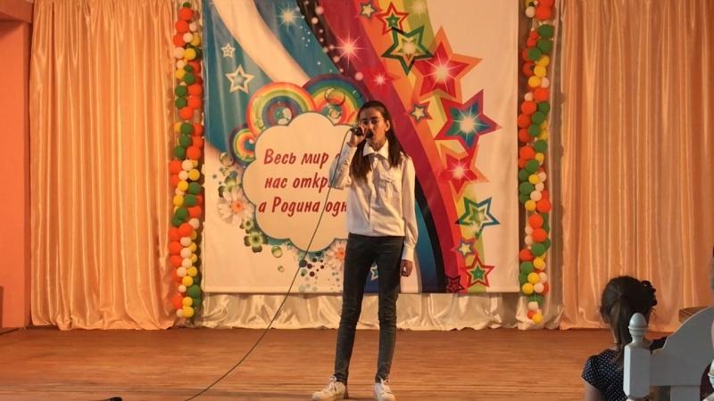 Белова Дарья с песней «Мама» на вокальном конкурсе «Звонкие голоса»