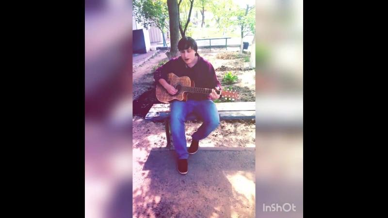 Друг играет на гитаре Colombo