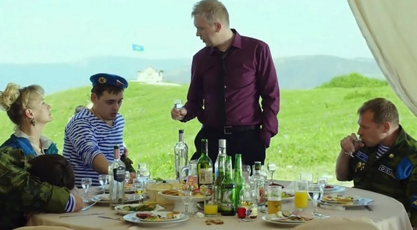 Фильм «Горько 2»: Антинародная комедия На просторах Интернета можно найти заявление Геннадия Онищенко, в котором он рассказывает о том, как производители алкоголя финансируют съёмки популярных