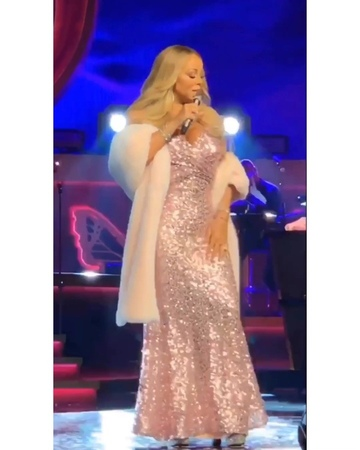 "Mariah Carey on Instagram: ""3RD NIGHT: ""Love Hangover.."" 🎶💯👑💘 Credit: MC's costume @jwujek 💕 More in my story.. 😃"""