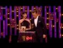Сэм Хьюэн и Катрина Балф вручают премию на BAFTA TV 2018