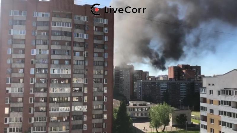 Крупный пожар в многоэтажке на Хасанской в Петербурге