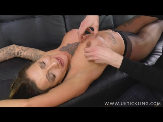 UKTickling - Chantelle Fox