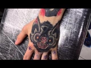 Тату-мастер Серёга Попович (old school tattoo bat) | Тату - студия Дом Элит Тату (Tattoo Studio Moscow)