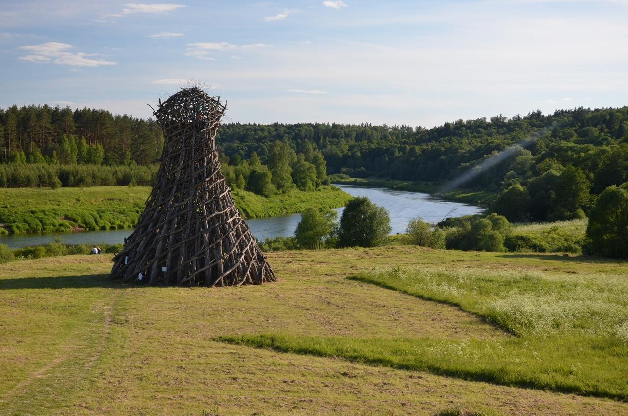 CeXbagh5_8Y Никола-Ленивец арт-парк в Калужской области.