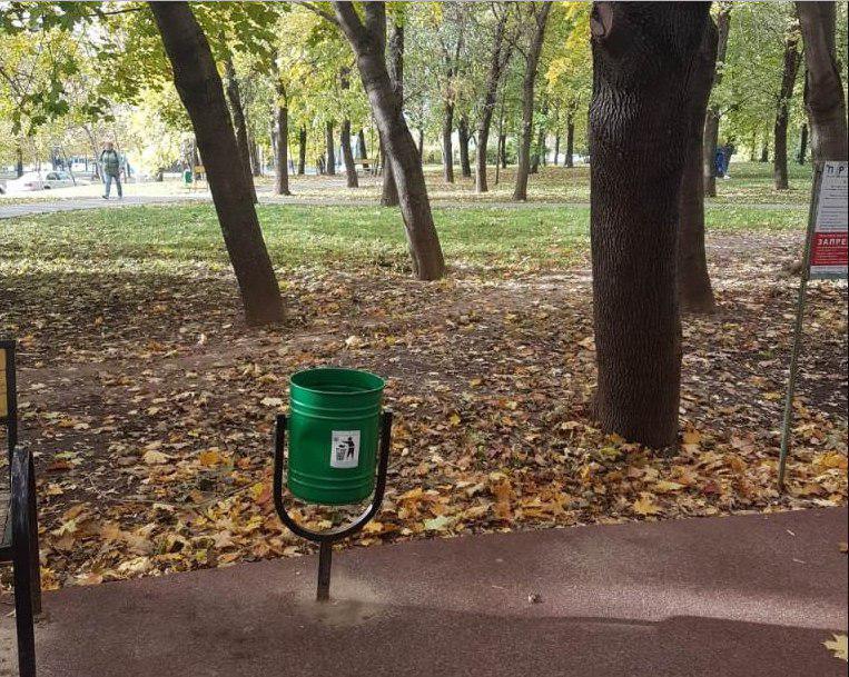Урны привели в порядок в Народном парке