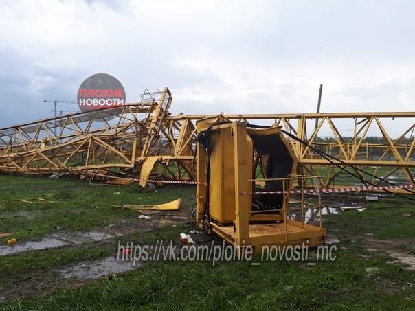 В Краснодаре ураганный ветер унес жизнь крановщика.