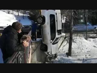 Автомобиль новосибирца вошел «штопором» в сугроб