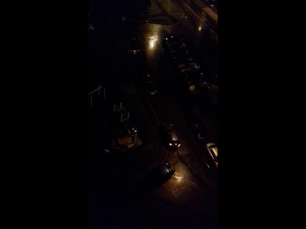 Пьяный водитель за рулем протаранил три машины во дворе