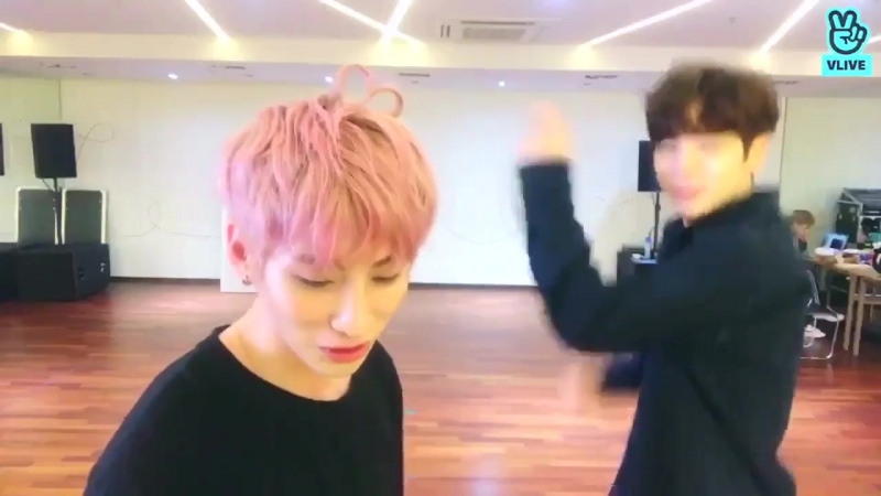 Isaac trying to learn the dance to seungri's 1 2 3 feat. hyunuk