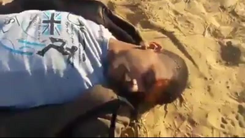 Palestina - Gaza 14 maggio 2018 Video guarda come i soldati israeliani uccidono un ragazzo palestinese a Gaza a sangue freddo