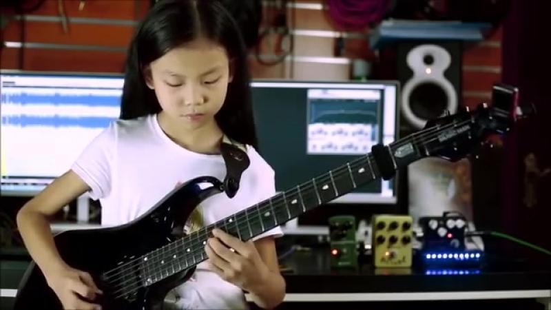 China girl Liu Pinxi aka Yoyo Plays Mindblowing Guitar