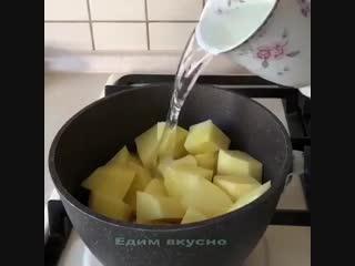 Попробуйте нежные, мягкие картофельные блины с тонким луковым ароматом. Готовятся они очень быстро, а съедаются еще быстрее. Про