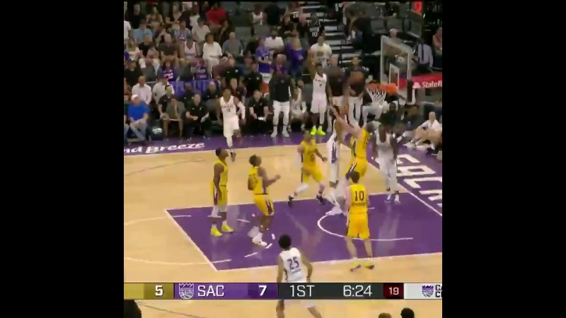 MARVIN BAGLEY DUNKED ON MO WAGNER.