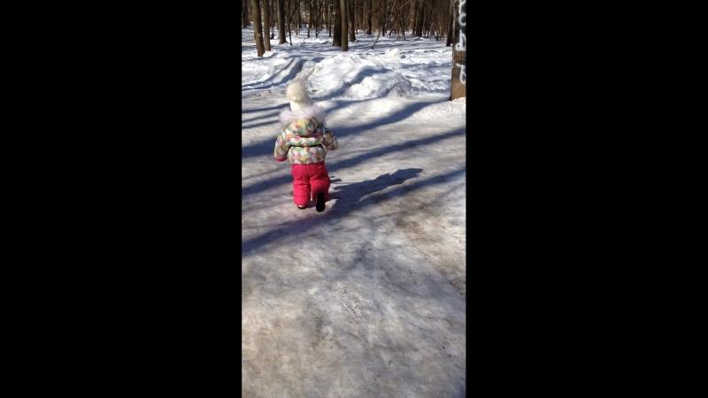 Надоела уже Зима и снег ❄️😁 мы с доченькой хотим Весны🌱 и солнышко ☀️✨гуляем 👯 наулице 30 марта 2018г🙈
