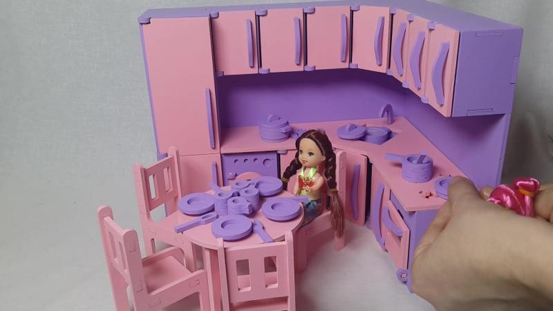 Набор детской кухни с посудкой, столом и стульями
