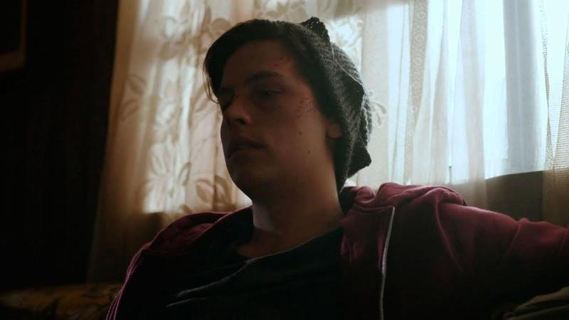 Джагхеда избили упыри в школе Бетти обрабатывает раны Джага