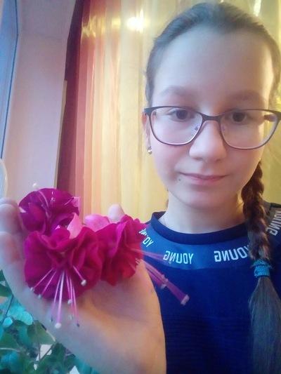 Лиза Махова