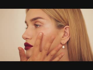 Holiday makeup tutorial with Rosie Huntington-Whiteley and Kara Yoshimoto Bua