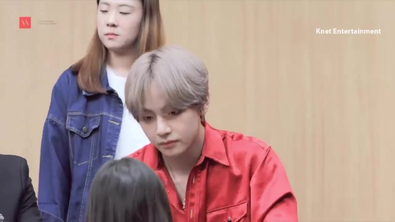 Kpop Idols Scare Surprised by Other Idols Fans at Fansign