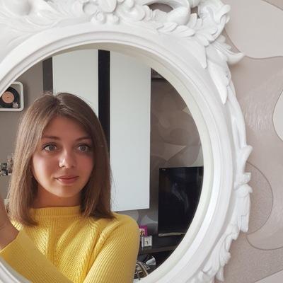 Анюта Хренова