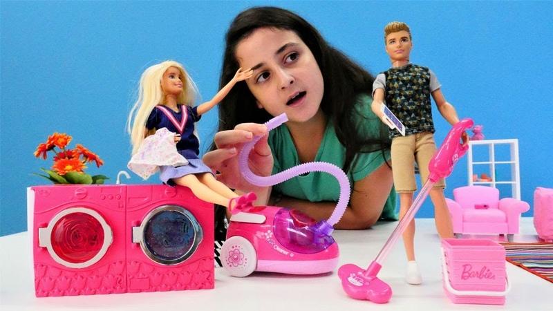 Ken ev işlerini yapmaya çalışıyor. Barbie oyunu