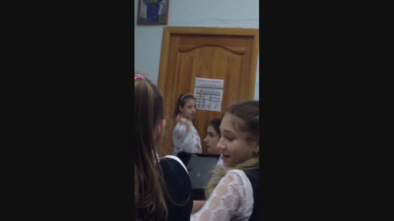 А Аня развлекает училку 😂😂😂