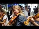 Рейс на котором должен был лететь оркестр Camerata du Leman задержали на 10 часов Музыканты не растерялись и решили дать бесп