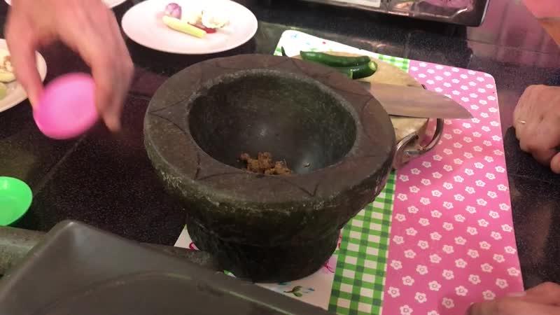 Учимся готовить тайские блюда у профи в Таиланде