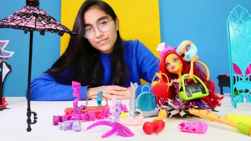 Toralei Draculauranın eşyalarını karıştırıyor! Monster High oyuncakları