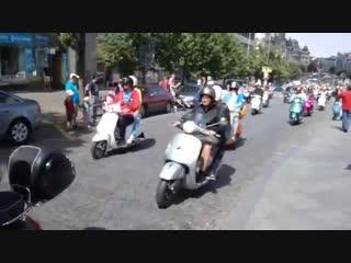 Скутер-пробег В ПРАГЕ итальянские скутера Vespa