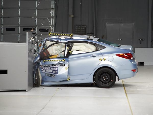 2013 Hyundai Accent driver side small overlap IIHS crash test