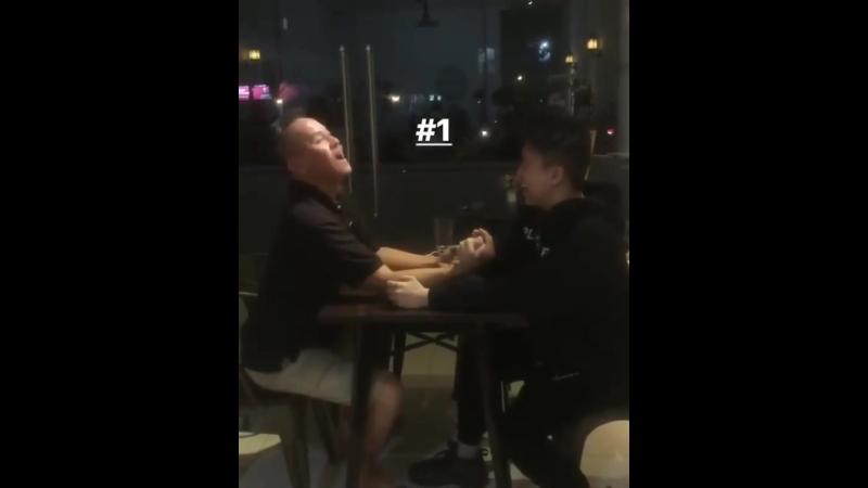 Rich Brian arm wrestling with dad » Freewka.com - Смотреть онлайн в хорощем качестве