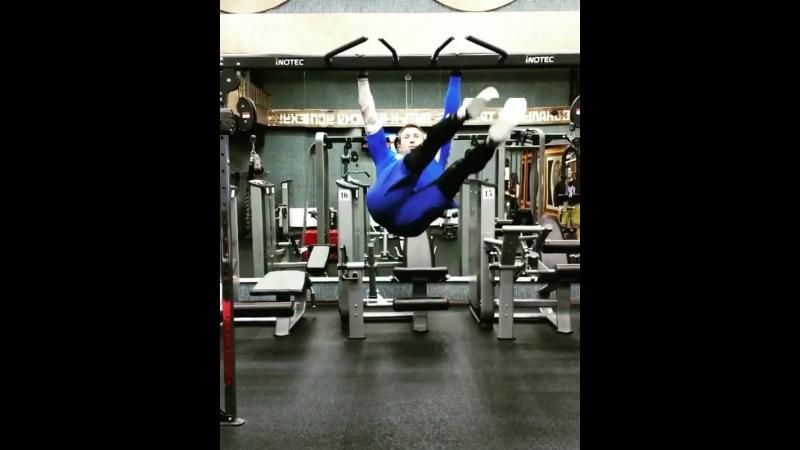 Проработка мышц пресса! Упражнение на перекладине. Тренер Бирюков Виталий