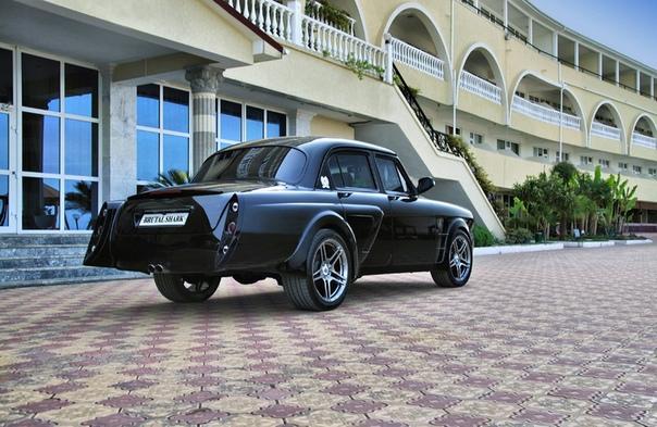 ГАЗ - 21 Волга Brutal Shar Это настоящий бэтмобиль, переварен и усилен весь кузов, двигатель турбированный ЗМЗ 409 240л.с, ходовая 3110, выхлоп и диски AMG, биксенон, полностью перешитый салон