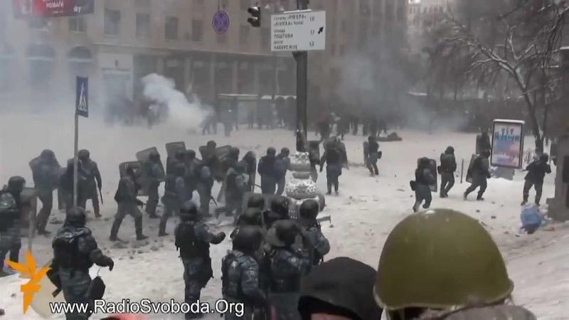 Штурм! Беркут против митингующих Майдан Грушевского Революция 22 01 2014
