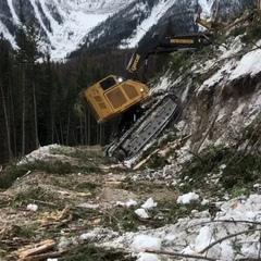 "loader dozers excavator on Instagram: ""Thanks for the video📽@hummers_contracting😳😨🙈اول فکر کردم خودش میره بالا ولی بعدش دیدم با زنجیر بستنش"""