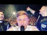 Тысячи асбестовцев поют хиты Мити Фомина, видео: Митя Фомин, Instagram