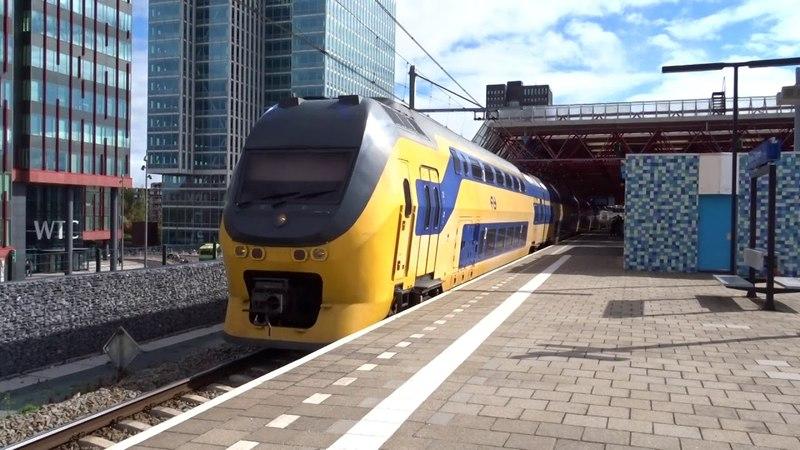 VIRM richting Dordrecht vertrekt vanaf Station Almere Centrum!