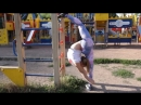 Гибкая Анечка на детской площадке