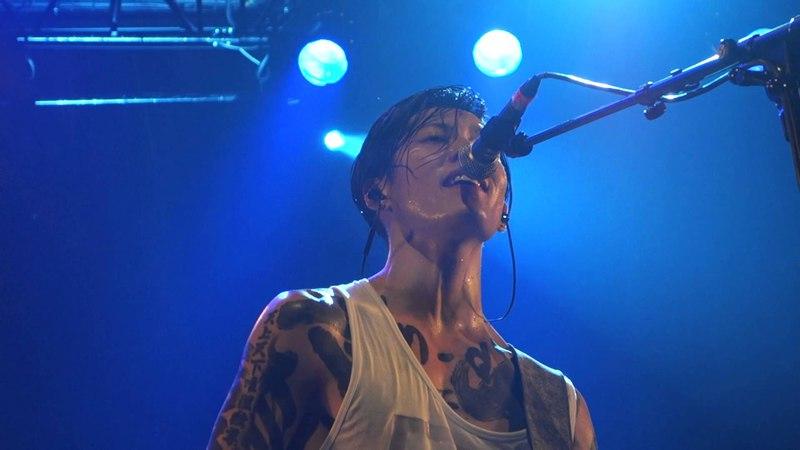 MIYAVI (雅) - CRY LIKE THIS ♪ LIVE IN PARIS (FRANCE) AT BATACLAN by Nowayfarer ® 2015.10.02 【HD】