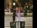 02.07 Nick Jonas e Priyanka Chopra atendendo uma fã ontem em Nova Iorque. via @TheSambitsamaI