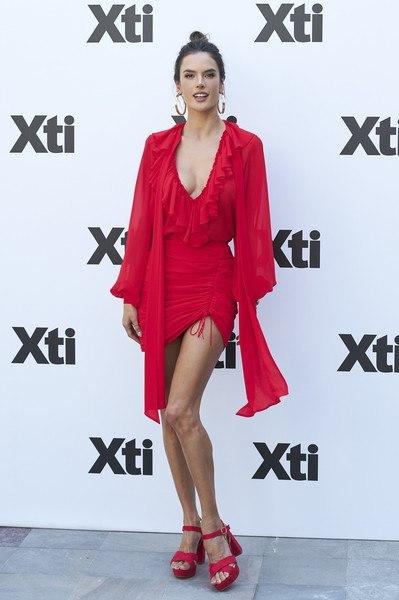 """Алессандра Амбросио представила совместную коллекцию одежды с """"Xti"""" в Мадриде."""