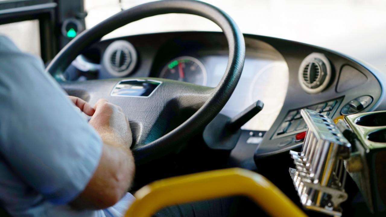 Водителей автобусов будут лишать прав за несдачу экзамена по