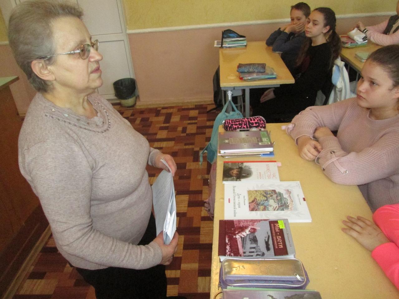 отдел обслуживания учащихся 5-9 классов, Донецкая республиканская библиотека для детей, день юного героя антифашиста, патриотическое воспитание детей