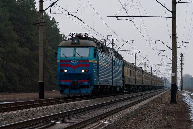 Електровоз ЧС7 188 з пасажирським поїздом на перегоні Красний Лиман Форпостна
