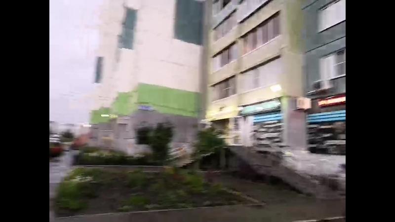 ▶ 51 микрорайон. Проблема с затоплением проезда. Жители отрезаны от остановки и пешеходного перехода