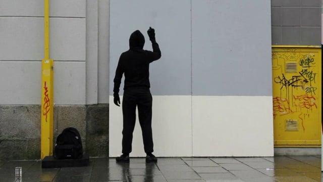 "Documentation GRAFFITI STATUE ""USUALLY I DO IT FOR FREE"" Mathieu Tremblin (2012)"